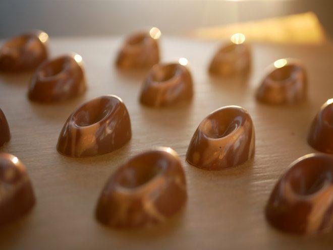 פרלין שוקולד חלב ופסיפלורה