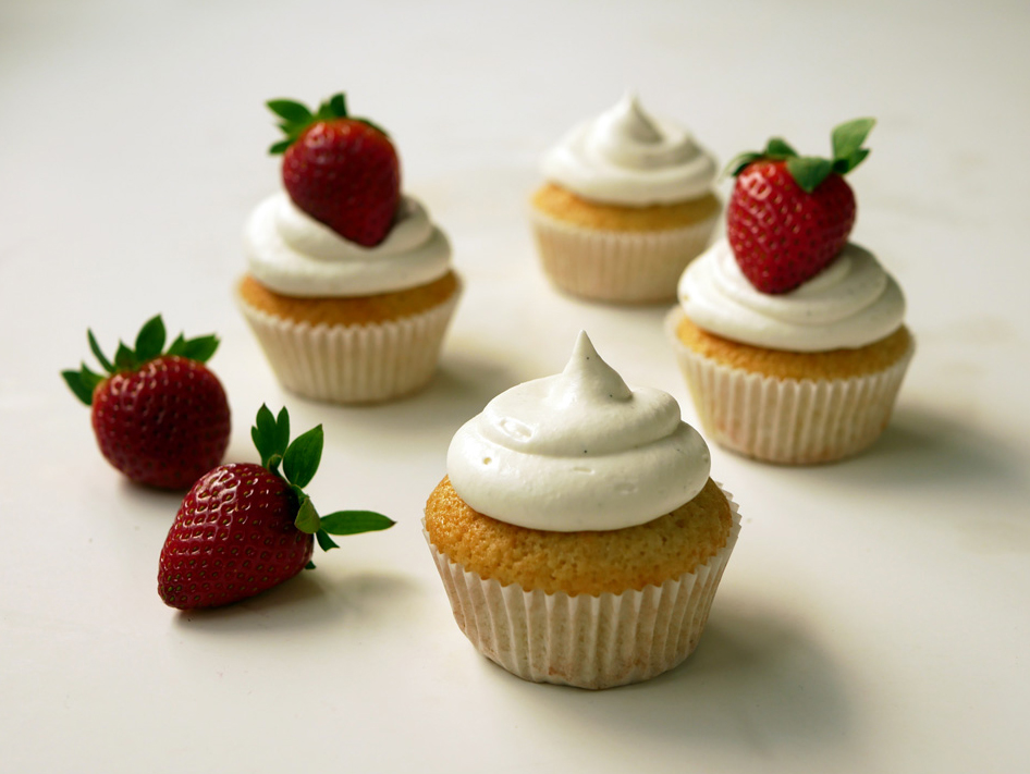 Vanilla Cupcakes with Mascarpone Frosting