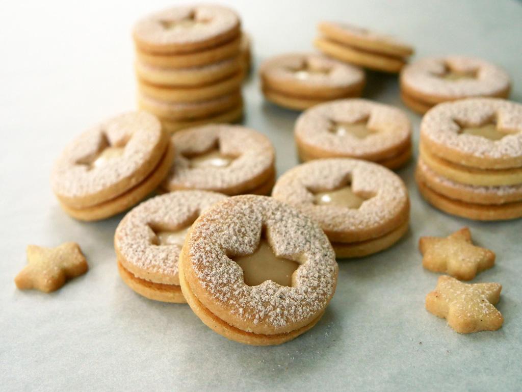 עוגיות לינזר עם קרם מייפל