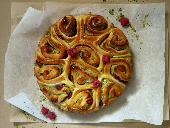 עוגת שמרים פיסטוק ופטל