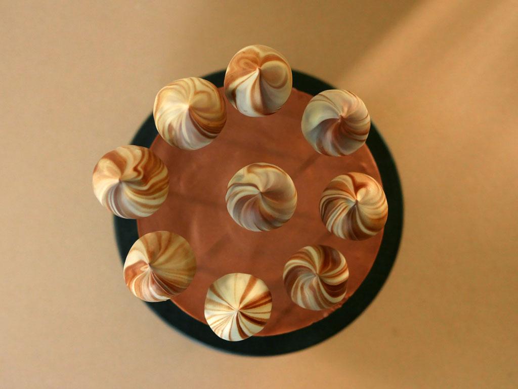 עוגת שוקולד עם שנטילי שוקולד מריר