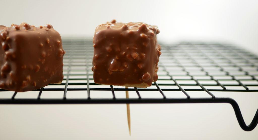 קוביות בוטנים ושוקולד