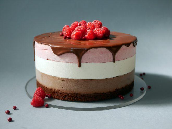עוגת מוס פטל, וניל ושוקולד