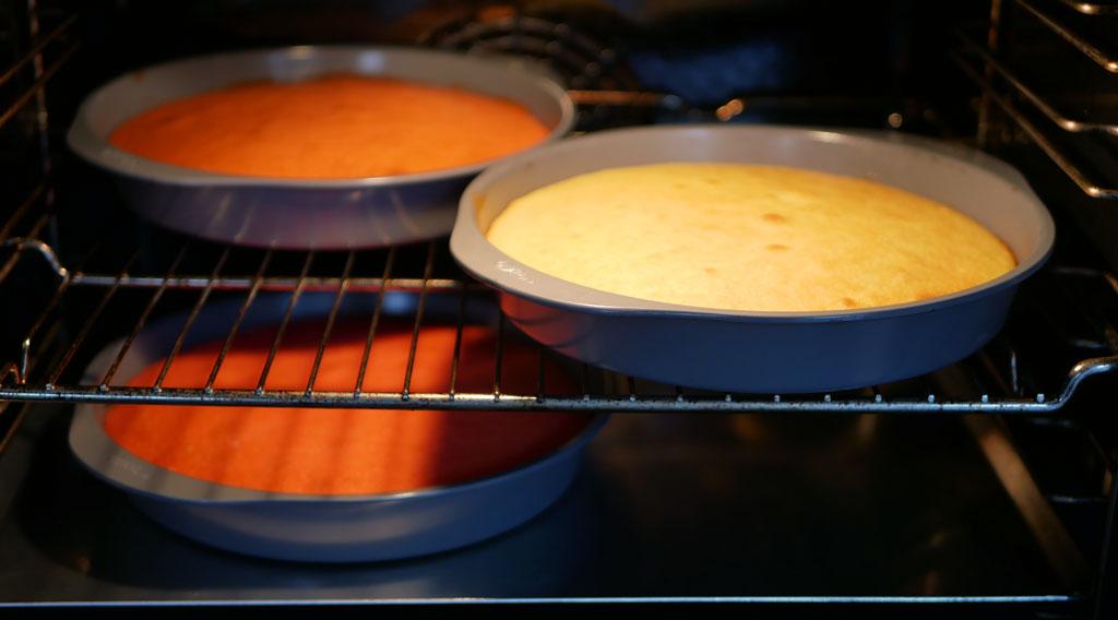 אפיית עוגת קשת בענן
